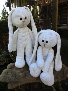 xxl Funny Bunny Basic ivoor staand of zittend